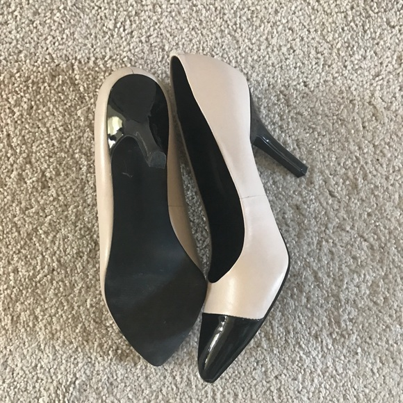 d0cef59a977 ... Black and White Pointy-Toe Heels 👠. M_5a75c7e81dffda6a028b1823